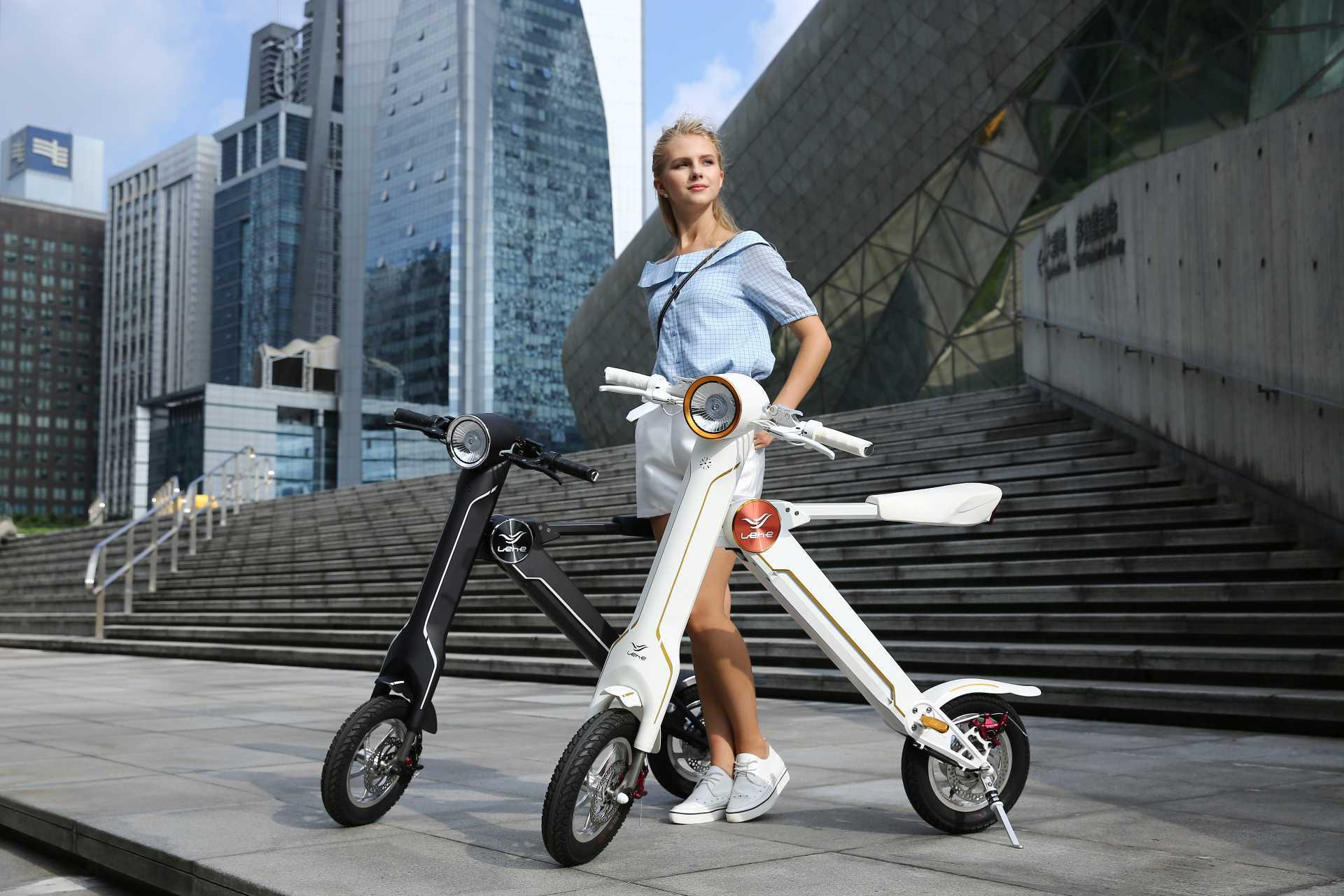 Produkte der Marke Sitz-Elektroroller 45 km/h 🛵